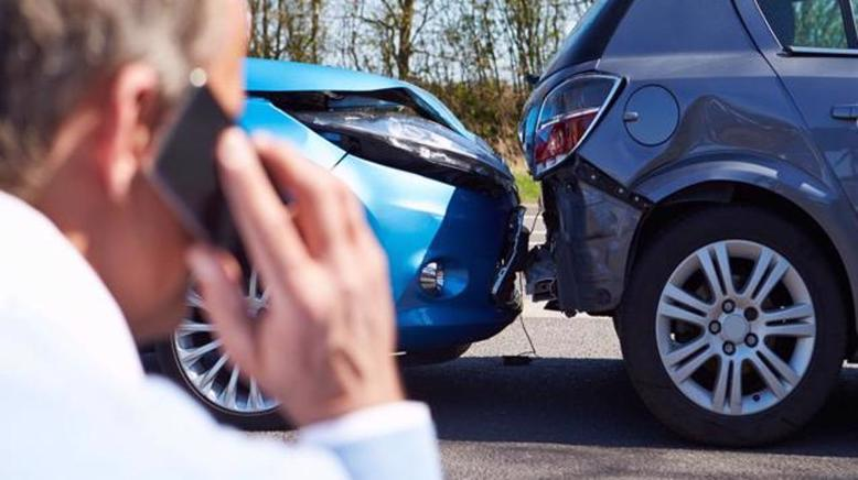 A man on the phone with his Calera car accident lawyer after a wreck in Alabama.