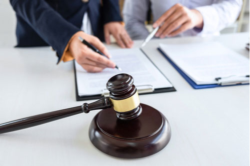 Attorney and client discussing Birmingham Roundup Lawsuit